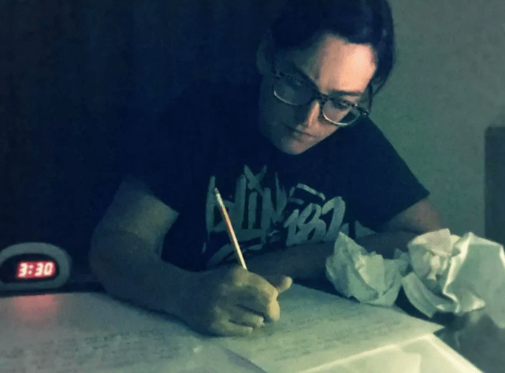 Duckie May mentre scrive - Disturbo bipolare e fotografia