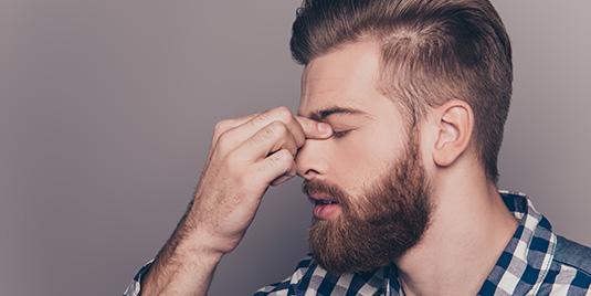 Il Cortisolo influenza il Disturbo Bipolare. Ragazzo stressato.