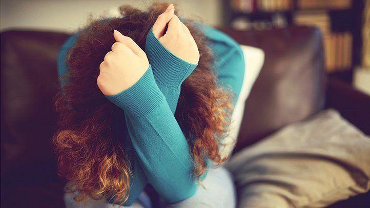 Ragazza a testa china - Fobia sociale e Disturbo Bipolare